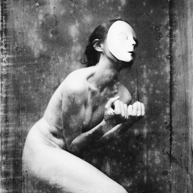 martina_dankova_dark_white_agony