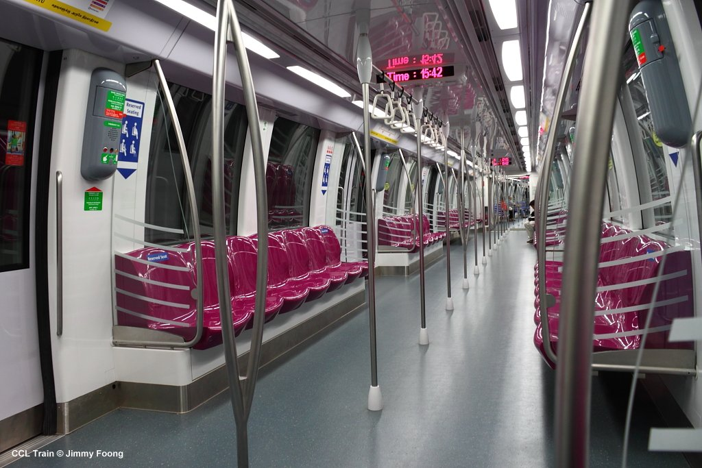 Inside a Circle Line train carriage. Image credit: Jimmy Foong. http://www.urbanrail.net/