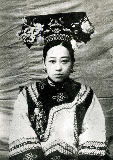 Qi Tou with Qi Tou board on head, late Guangxu reign image source: https://www.zhihu.com/question/28122982 last access 8th September 2016