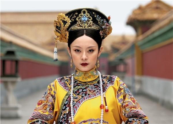 from drama Empresses of the Palace image source: http://sn20140209.pixnet.net/blog/post/204181012-%E3%80%8A%E5%BE%8C%E5%AE%AE%E7%94%84%E5%AC%9B%E5%82%B3%E3%80%8B%E2%80%94%E9%82%A3%E5%94%87%E4%B8%8A%E7%9A%84%E7%B4%85%E9%98%BF%EF%BC%8C%E6%9C%89%E5%A6%82%E8%A1%80%E6%9F%93 last access 14th September 2016
