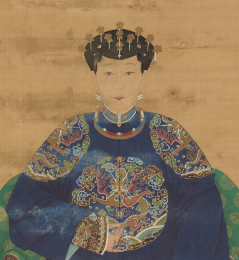 lady wearing many Chai on head at ceremonial occassion, early Qing Dynasty image source: https://www.zhihu.com/question/28122982 last access 8th September 2016