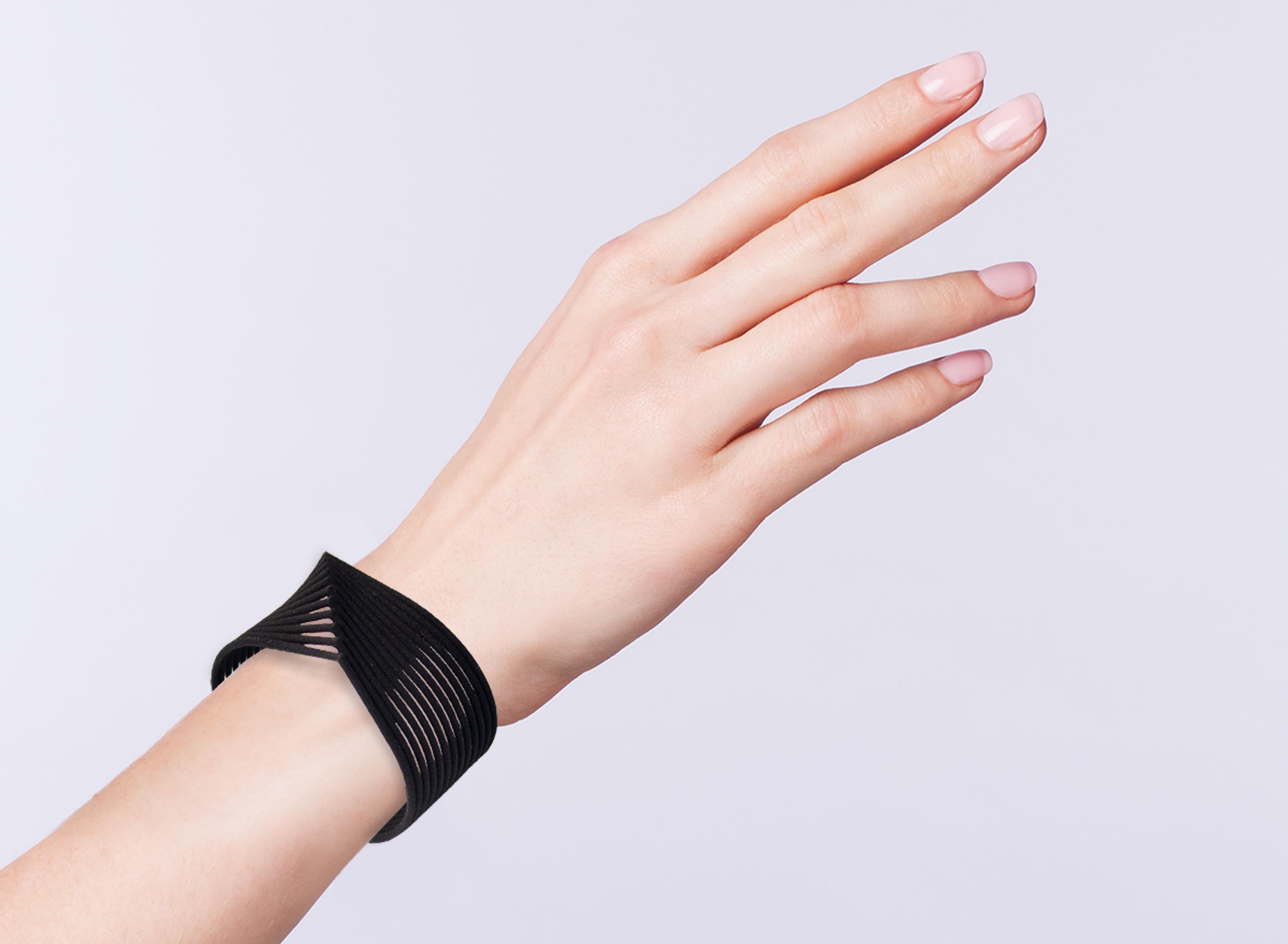image source: http://www.designboom.com/shop/design/contoured-3d-printed-waves-bracelet-wonderluk-02-04-2016/ last access 12th Oct 2016