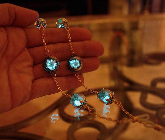 image source: http://www.boredpanda.com/jewelry-glow-in-the-dark-manon-richard/ last access 15th Oct 2016